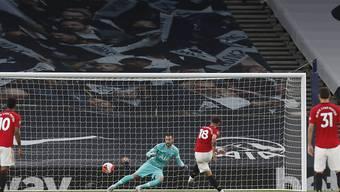 Bruno Fernandes schickt Tottenham-Goalie Hugo Lloris in die falsche Ecke und trifft zum 1:1