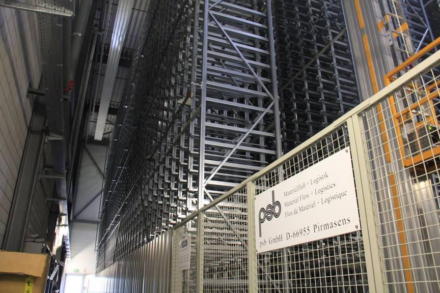 Das Hochregallager, in das 16'000 Behälter passen, wurde in wochenlanger Arbeit geleert (Bild: Stephanie Martina/FM1Today)