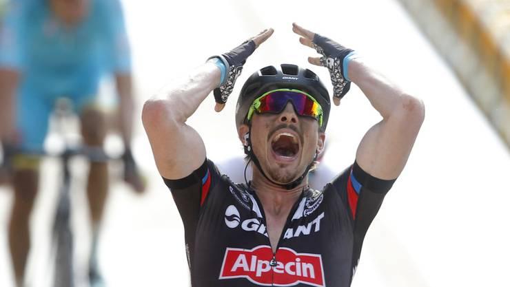 John Degenkolb feiert seinen Sieg in Roubaix im letzten April