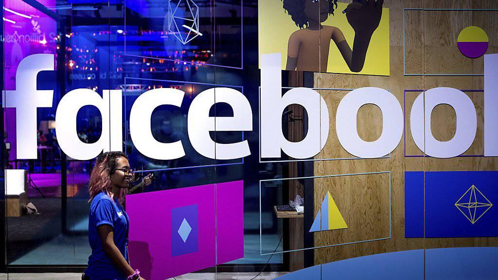 Über 160 US-Firmen, darunter auch Facebook, haben sich in einem Brief gegen das von US-Präsident Donald Trump verhängte zweite Einreiseverbot gewandt. (Archivbild)