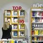 Mehr als nur Bestseller: Die Schweizer Buchhandlungen behaupten sich mit breitem Sortiment und Beratung gegen die Konkurrenz von Amazon.