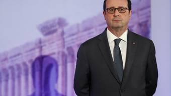 Der französische Präsident François Hollande kündigte an, am Montag in den Irak reisen zu wollen um dort französische Soldaten zu besuchen. (Archiv)
