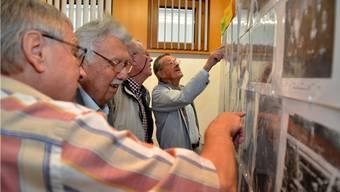 Heinrich Kissling machte mit seiner Ausstellung historischer Aufnahmen von Oberbuchsiten vielen Festbesuchern eine Freude.