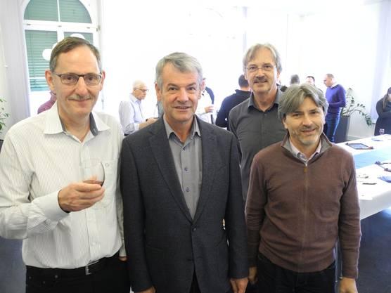 Fehr stiess als Überraschungsgast zum Apéro. Hier mit Walter Jucker, dem Schlieremer Sicherheitsvorstand Pascal Leuchtmann (SP) und dem Schlieremer Stadtpräsidenten Markus Bärtschiger (SP)