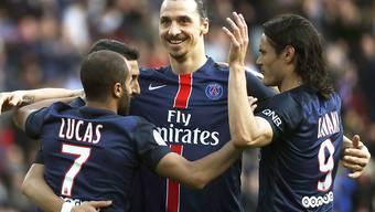 Die Pariser feiern ihren Matchwinner Zlatan Ibrahimovic