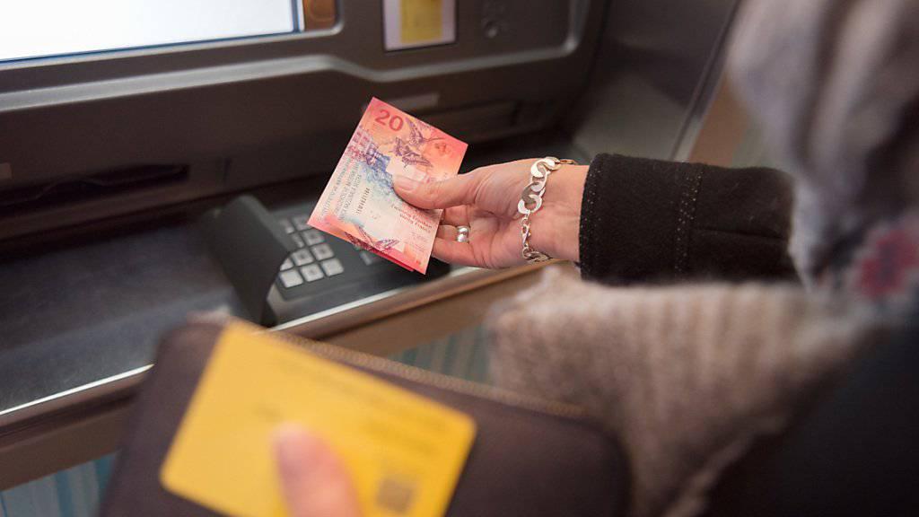 Sorge um genügend Geld auf dem Konto: 61 Prozent der Schweizer sind laut einer Umfrage der Meinung, das ihre Finanzkraft ihr Wohlbefinden beeinflusst. (Symbolbild)