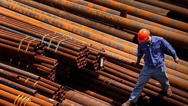 Ein chinesischer Stahlarbeiter in Huaibei - die Volkswirtschaft Chinas floriert (Symbolbild, Archiv)
