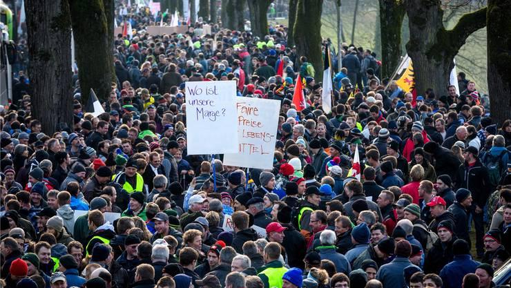 Die Drohkulisse wirkte: Bauerndemonstration in Bern vor der ersten Session der neuen Legislatur. Diese entschied dann zugunsten des Bauernstands. Sandra Ardizzone
