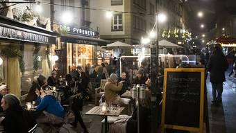 Im Gegensatz zur Romandie sind in den meisten Deutschschweizer Kantonen – im Bild Bern – die Restaurants geöffnet.