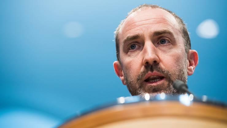 Der Tessiner Kantonsarzt Giorgio Merlani – hier an einer Medienkonferenz im März – ist über die Coronazahlen in der Südschweiz besorgt.