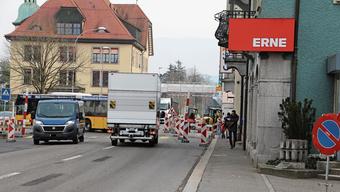 Die Sanierungsarbeiten an der Baslerstrasse in Laufenburg wurden wieder aufgenommen. Im Februar braucht es wieder eine Ampel.