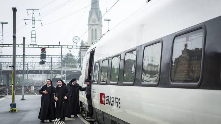 Ankunft in St. Gallen: 17 der 20 Schwestern des Klosters Fahr setzten gestern ein Zeichen für eine Kirche mit den Frauen.