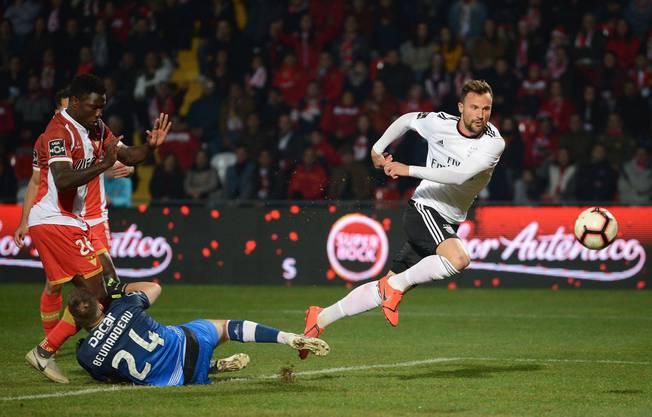 In der zweiten Hälfte der Saison schlägt er richtig ein und erzielt Tor um Tor für Benfica.