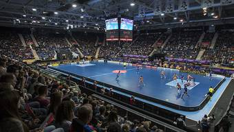Nur wenige Stunden nach dem 4:3-Sieg nach Verlängerung des EHC Kloten in der Ligaqualifikation stehen im Schluefweg die Unihockeyspieler im Einsatz