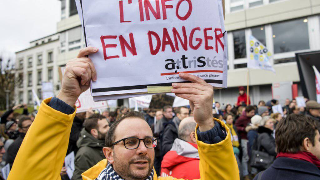 Der geplante Abbau bei der Schweizerischen Nachrichtenagentur SDA hätte «gefährliche Folgen» für die Medienlandschaft, glaubt der Verband Filmregie und Drehbuch Schweiz (FDS).