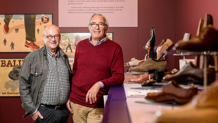 Jürg Brühlmann (Ausstellungsmacher, l.) und Martin Matter (Medienverantwortlicher) verpassen der Ballyana-Sonderausstellung den letzten Schliff.