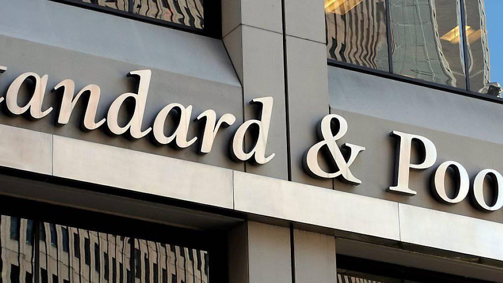 Die Bonitätswächter von Standard & Poor's (S&P) schicken am Freitag ein Warnsignal in Richtung Italien - der Finanzausblick wurde in die Kategorie «negativ» eingestuft. (Archivbild)