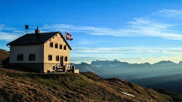 Die Calandahütte bietet eine atemberaubende Aussicht.