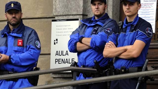Polizisten wachen vor dem Gerichtssaal in Bellinzona