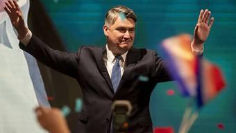 Der oppositionelle Sozialdemokrat Zoran Milanovic hat mit knapp 30 Prozent die erste Runde der Präsidentschaftswahl in Kroatien am Sonntag für sich entschieden - nunmehr geht es Anfang Januar in die Stichwahl.