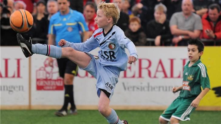 Die Junioren von Feyenoord Rotterdam (in Blau) gewannen den Final gegen Rapid Wien.