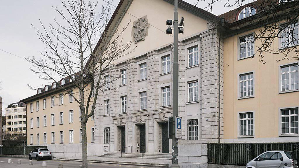 Das Bezirksgericht Zürich hat eine Frau wegen vorsätzlicher Tötung zu 13 Jahren Gefängnis verurteilt.