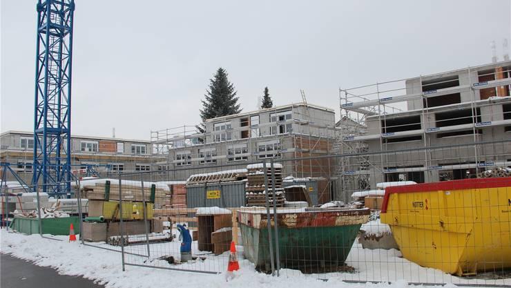 Auf dieser Baustelle an der Bullenbergstrasse wurden die Aussenarbeiten wegen der Kälte eingestellt.
