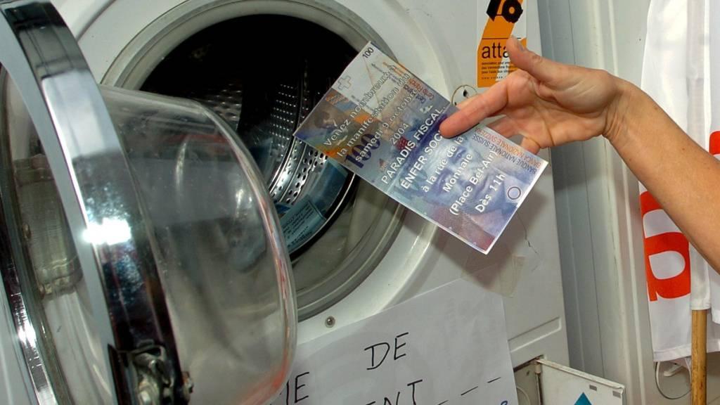 Die Schweiz steht unter internationalem Druck, ihre Geldwäschereiregeln zu verschärfen. Das Parlament wünscht sich jedoch nur eine Mini-Reform. (Themenbild)