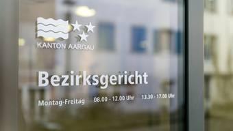 Vor dem Bezirksgericht wird sich ein 57-jähriger Mann aus dem Kosovo verantworten müssen, der im Januar 2018 in Hausen AG seine Frau und deren Schwester erstochen haben soll. (Archivbild)