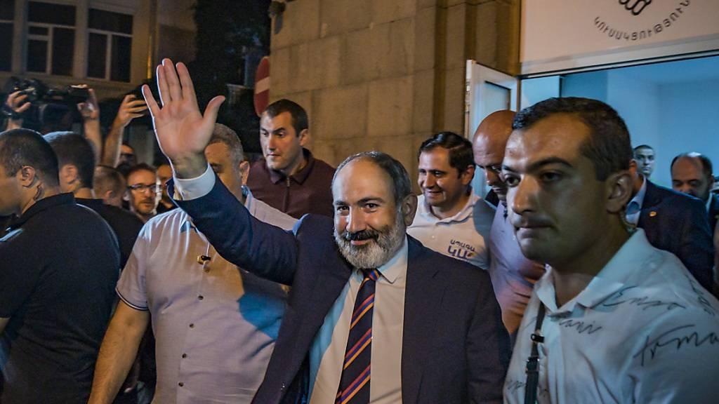 Wahlkommission bestätigt Sieg von Armeniens Regierungschef