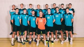 Traktor Basel will mit einem der jüngsten Teams aller NLB-Volleyball-Mannschaften den Aufstieg schaffen. Der Jüngste, Libero Lukas Hasler (orange), ist 16-jährig.