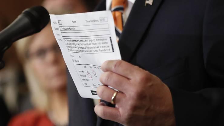 Das Repräsentantenhaus stimmte mit deutlicher Mehrheit dafür, dass das Amtsenthebungsverfahren gegen Donald Trump weitergehen soll.