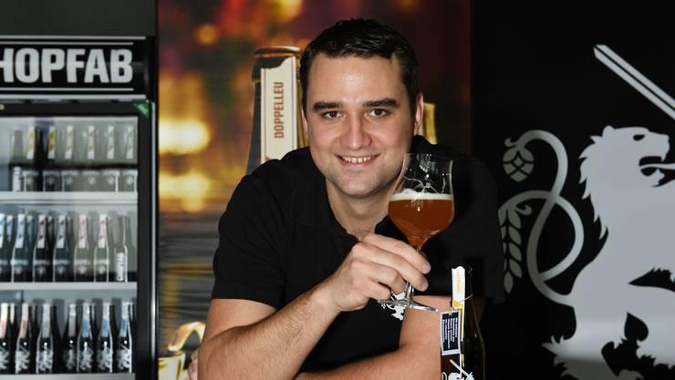 Patrick Thomi ist 29 Jahre alt, Braumeister bei Doppelleu und seit kurzem Schweizer Meister Bier-Sommelier. Er wohnt in Schlieren. (Madeleine Schoder)