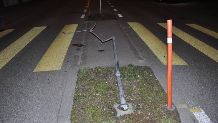 Das in Mitleidenschaft gezogene Verkehrsschild an der Zuchwilerstrasse.