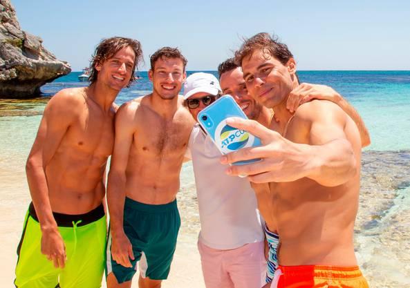 Badehosen-Pflicht beim spanischen Team um Rafael Nadal.