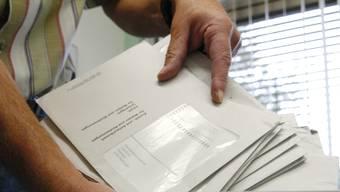 Wer sein Couvert zwischen Freitag und Sonntag in den Briefkasten eingeworfen habe, könne persönlich und gegen Unterschrift neue Unterlagen anfordern. (Themenbild)