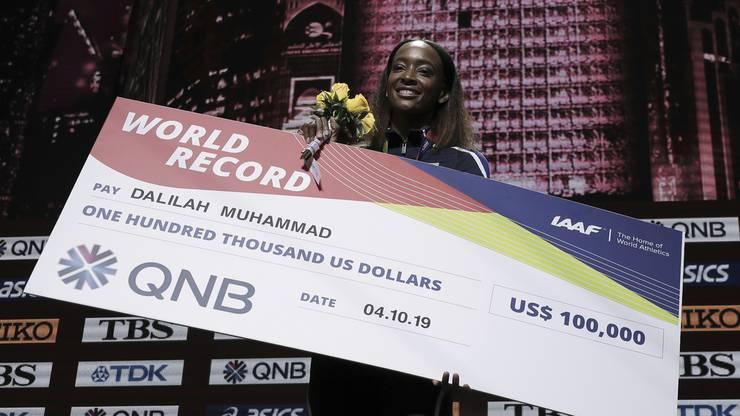 Hürdenläuferin Dalilah Muhammad hat allen Grund zum Strahlen: Die US-Amerikanerin stellte einen neuen Weltrekord auf.