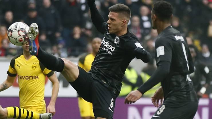 Frankfurts Luka Jovic erzielt hier den Ausgleich zum 1:1 gegen Dortmund