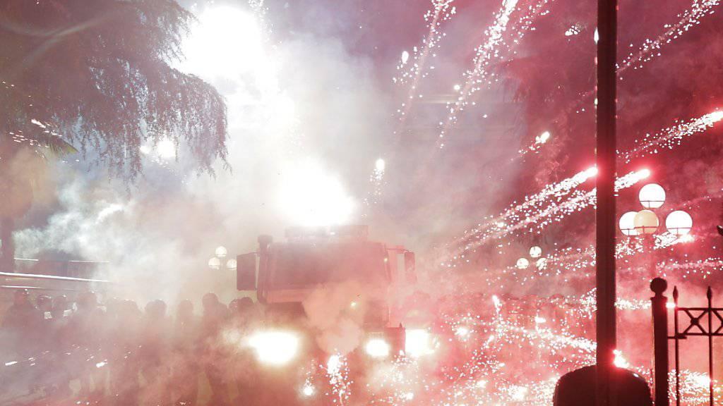 Bei Demonstrationen in Albanien ist es am Sonntagabend zu Ausschreitungen gekommen.