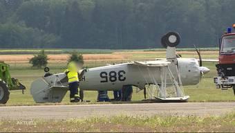 Birrfeld: Flugzeug landet auf dem Dach