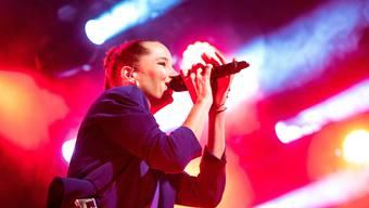 Mittlerweile hat sie ihren «Minderwertigkeitskomplex» überwunden und tritt auch ohne Backing-Sänger auf: Steff la Cheffe zeigt Mut zur Melodie.