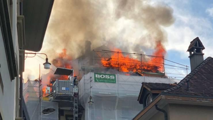 In der Berner Altstadt ist am Montagabend in einem Dachstock ein Feuer ausgebrochen.