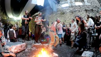 Das 1. Mittelalterfest bei der Ruine Gilgenberg in Zullwil zog das Volk in Scharen an