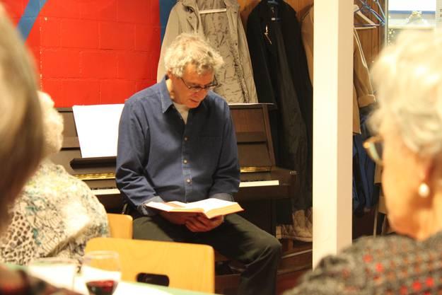 Pfarrer Marcel Horni liest die Weihnachtsgeschichte
