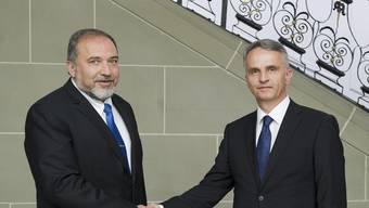 Der israelische Aussenminister Avigdor Lieberman (l) und Bundesrat Didier Burkhalter in Bern