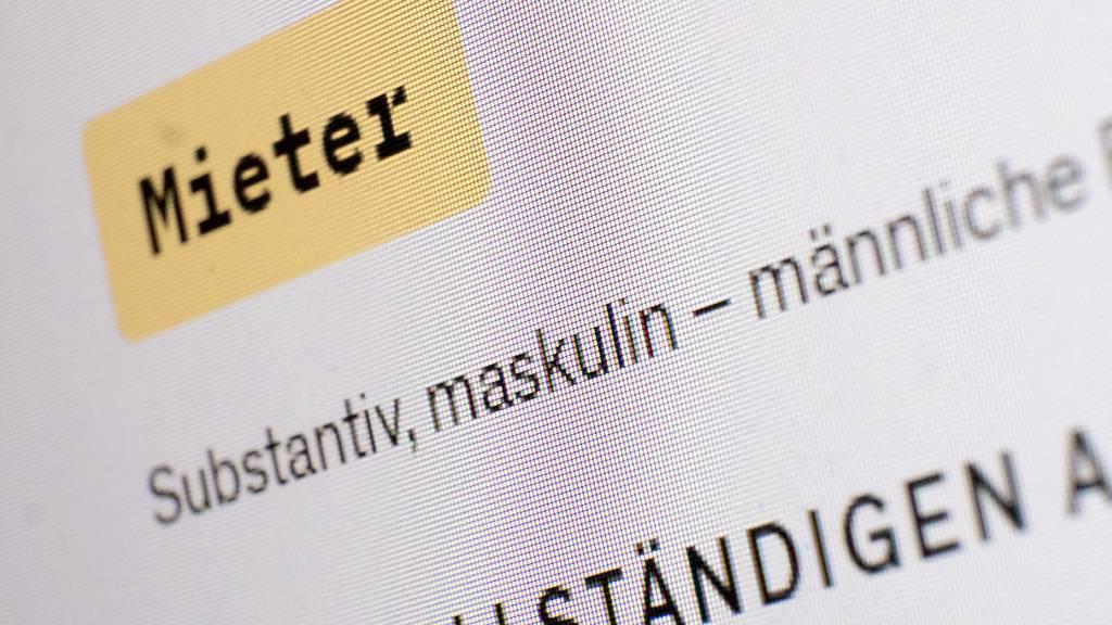 Das Wort maskulin steht in einem Eintrag des Online-Dudens und dem Wort Mieter. Es ist eine fast unscheinbare Änderung, aber mit gewaltigen Folgen: Im Ringen um eine geschlechtergerechte Sprache prescht der Duden vor und schafft Tatsachen: Mieter sind für ihn jetzt nur noch Männer. Foto: Bernd Weißbrod/dpa