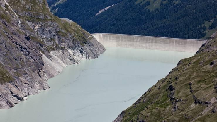Der Stausee Lac de Dix im oberen Teil des Val d'Hérémence im Kantons Wallis. Die Staumauer Grande Dixence ist mit 285 Metern das höchste Bauwerk der Schweiz. (Archivbild)
