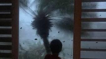 Das am meisten von Wetterkatastrophen gefährdete Land der Welt: Blick aus einem Fenster auf den Hurrikan Maria im September