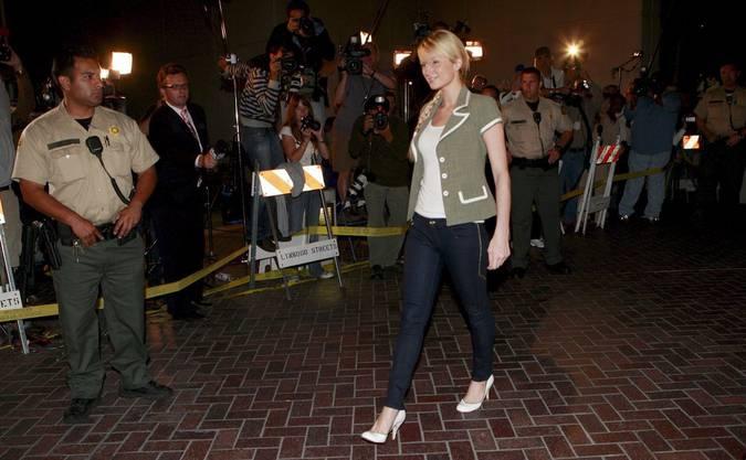 2007: Paris Hilton kommt aus dem Gefängnis, in welches sie wegen fahrens ohne Führerschein musste.