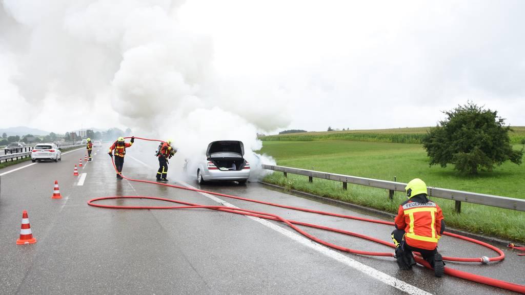 Der Verkehr wurde einspurig am Unfall vorbeigeführt.